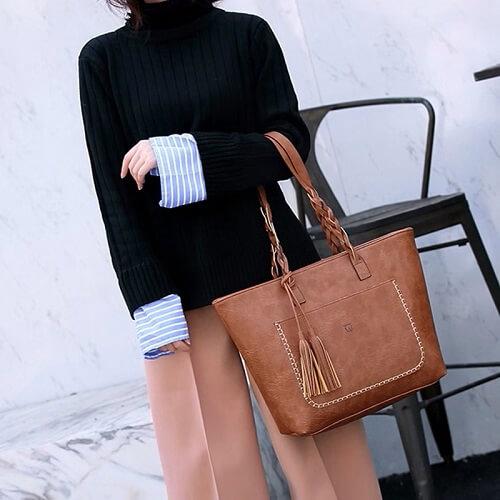 Women handbag in hand