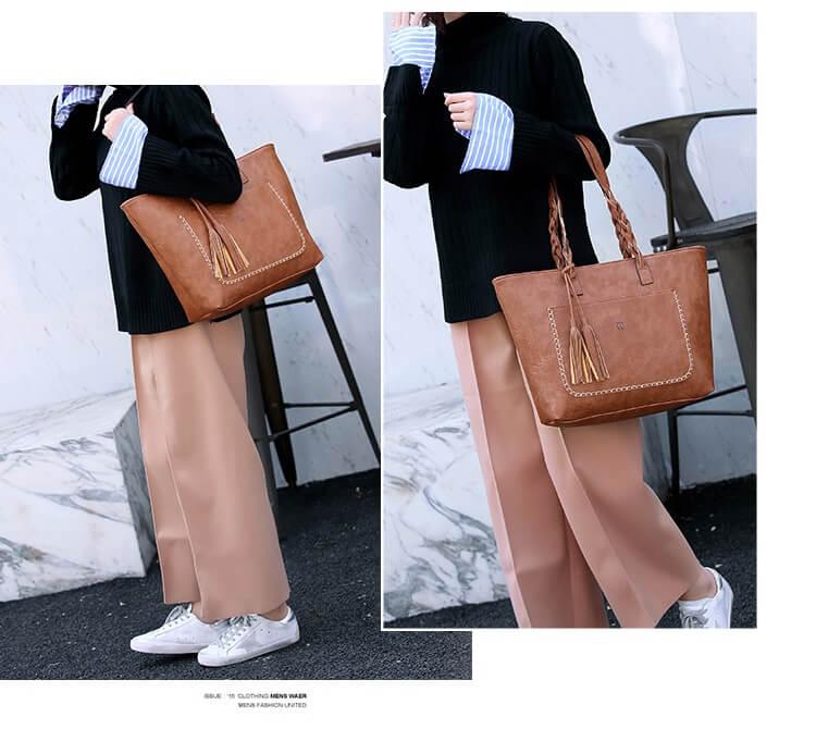 2 women handbags